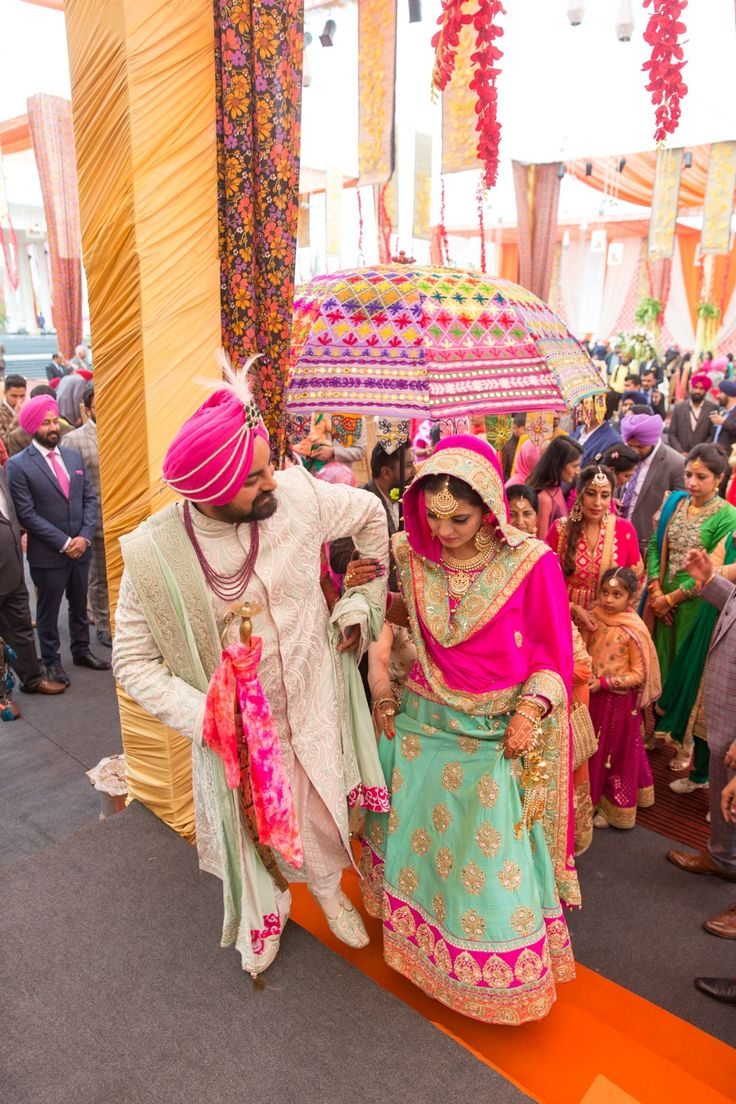 *Flashback Dec 2015* Mr. Cheema and then-Mrs. Cheema-to-be exchange a gaze at gurdwara sahib during their ring ceremony and instant cute smileson both sides appear. The Photographer (Me, ofcourse) notices and manges to capture those smiles and experiences a major heart-melt.*Flashback…