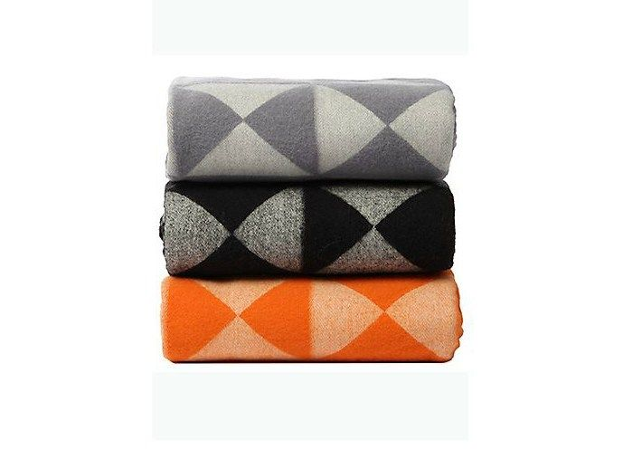 Grafisches Plaid aus Wolle MIRROR THROW by Verpan Design Verner Panton