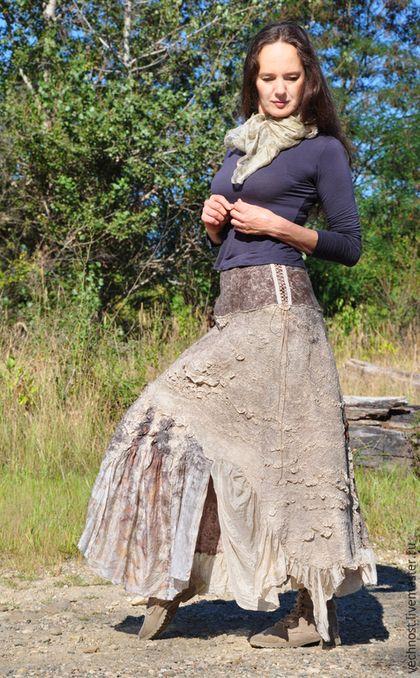 Купить или заказать Валяная, шёлковая юбка 'Эко' в интернет-магазине на Ярмарке Мастеров. Валяная юбочка на кокетке сделана в эко стиле. Низ юбки изготовлен в технике нунофелтинг с использованием шёлка ручной окраски природными, натуральными материалами. Есть вставки с эко-принтом. Верх - кокетка на шнуровке по бокам. Использована неокрашенная, экологическая шерсть Новозеландских овечек. С подъюбником, который начинается от кокетки. За счёт шнуровок размер на талии юбки может варьиров...