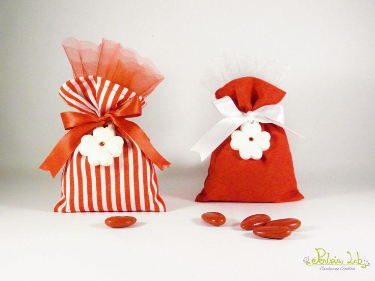 Bomboniera Sacchetto di stoffa Laurea, fatta a mano con gessetto profumato quadrifoglio con strass rosso : Bomboniere di pentria-lab