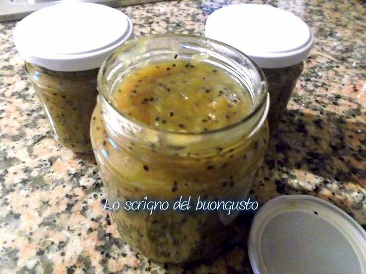 MARMELLATA DI KIWI                                                         CLICCA QUI PER LA RICETTA  http://loscrignodelbuongusto.altervista.org/marmellata-di-kiwi/                                    #marmellata #kiwi #ricette #farciture #cucinare #cucinaitaliana #foodblogger