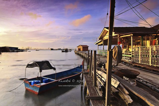 Penang in Motion 2 by fwukai quah.   http://www.zuidoostaziemagazine.com/de-4-mooiste-time-lapse-videos-over-penang/#