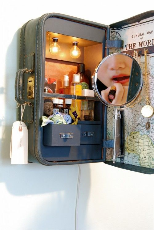 I would love to have something like this in my closet....Vanity mirror inside old suitcase.Turn it 45 degrees with the lid down and use it as vanity table. could put legs under it or secure with chains. Use midsize or large suitcase