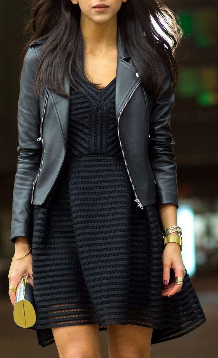 Robe fluide rayée, rayures, noir, ligne horizontal, ligne vertical, col en V, perfecto en cuir