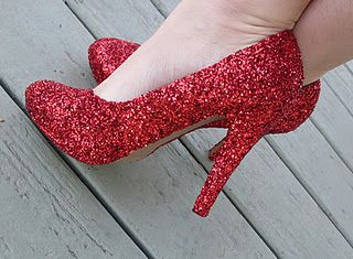So easy! Make your own glitter pumps! I've covered shoes in rhinestones; why not glitter? I think I'll make some in gold!