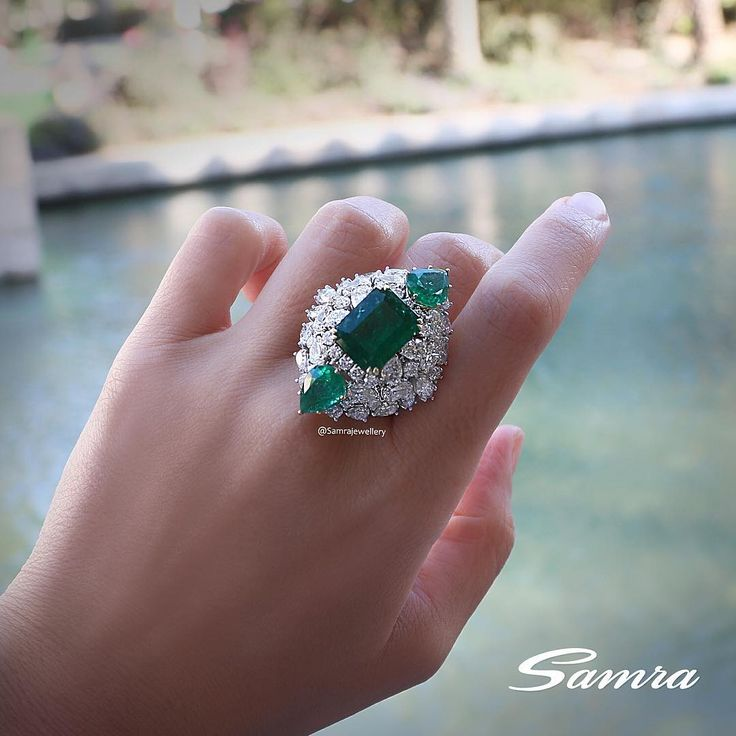 Samra Jewellery. Luxurious Emerald and Diamond ring.