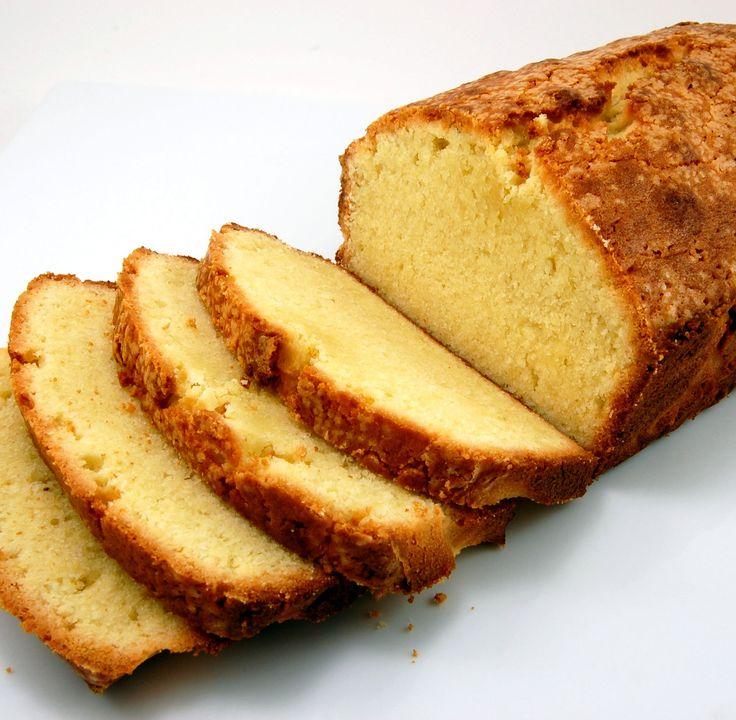 Апельсиновый кекс https://foodmag.me/apelsinovyj-keks  Время приготовления: 60 мин. Сложность приготовления: Очень просто Количество порций: 10 Количество ингредиентов: 5  Ингредиенты: мука – 1 стакан. разрыхлитель – 1 ч. л.. сахар – 1 стакан. сок апельсиновый – 250 мл. яйцо – 2 шт.,.  Этапы приготовления: Отделить белки от желтков. Белки взбить в крепкую пену. Желтки растереть с сахаром. Муку просеять с разрыхлителем в миску с желтками. Постепенно, все время перемешивая, влить половину…