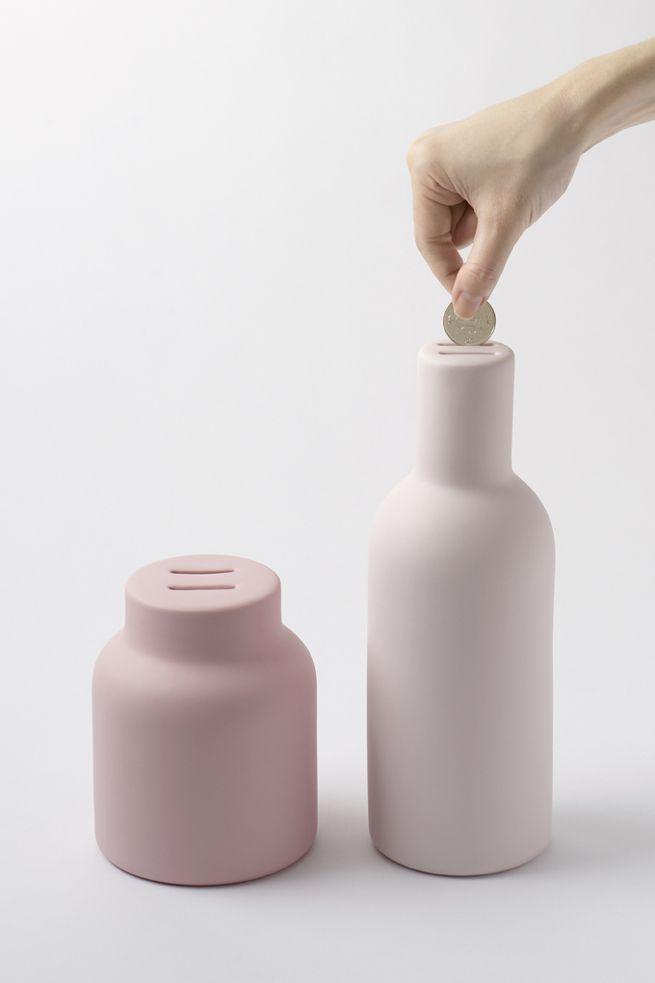 pyggy_bank / ブタの貯金箱をその原型である瓶やポットで表す