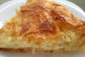Μια πανεύκολη συνταγή για μια πανεύκολη και πεντανόστιμη Ρουμελιώτικη Τυρόπιτα. Τόσο απλή στη παρασκευή της, τόσο υπέροχη στη γεύση της που θα γίνει η αγαπ