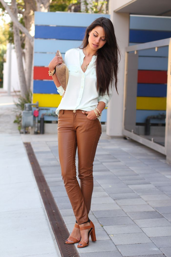 caramel leather, sheer mint: Brown Leather Pants, Fashion Style, Clothing, Street Style, Outfit, Camels Pants, White Blouses, Brown Pants, Tans Leather