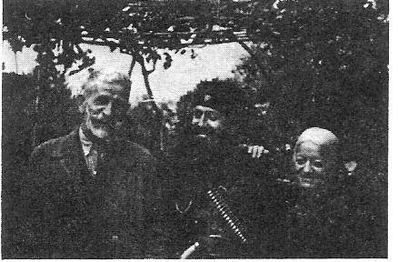 Αρης Βελουχιώτης με τους γονείς του 1944