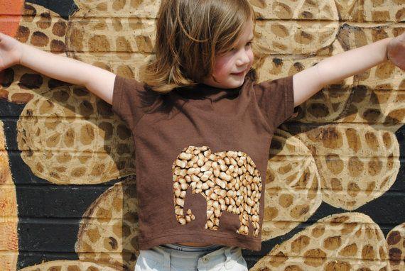 Éléphant plein d'arachides bébé ou bambin par Onceuponastory