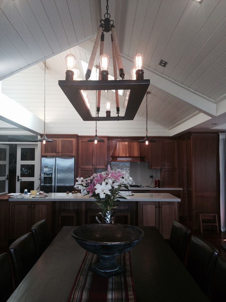 The Regina ceiling light has a marveling effect. Ambient dinning room