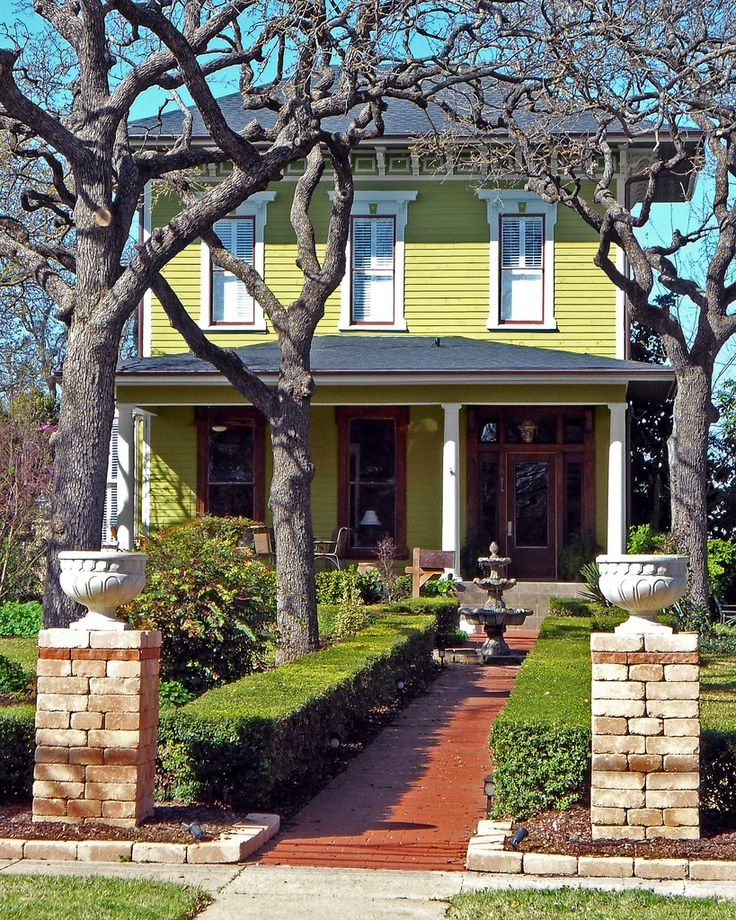 Tuscan House Style With Front Walkway And Italian Cypress: 1000+ Images About Italian Victorian Ideas On Pinterest