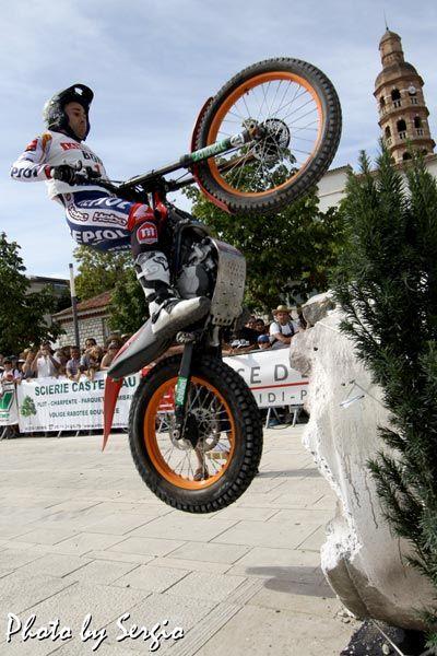 Toni Bou au #Trial urbain international de #Cahors #Lot #MidiPyrenees #SudOuest #France #moto www.tourisme-cahors.fr