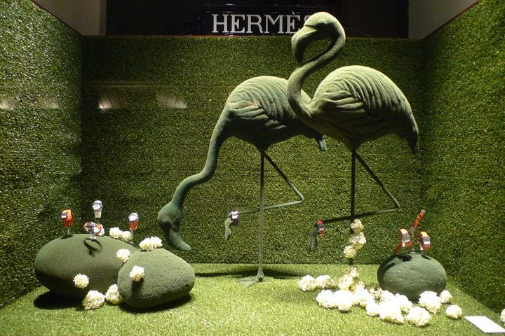 Resultados de la Búsqueda de imágenes de Google de http://retaildesignblog.net/wp-content/uploads/2012/03/Hermes-green-spring-windows-displays-Paris.jpg