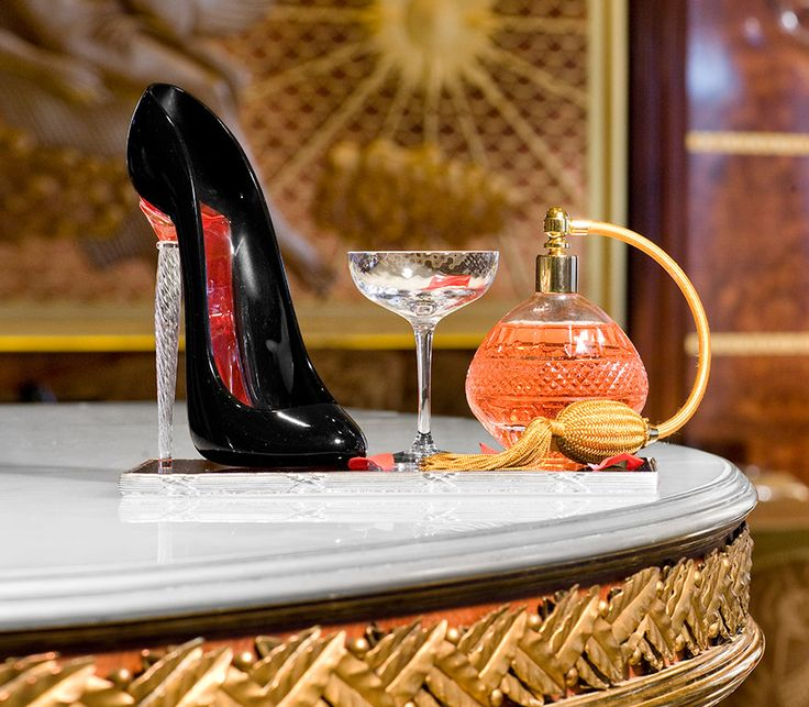 The Rivoli Bar at The Ritz London has launched a new Tallulah cocktail which is poured from a vintage styled perfume bottle in to the bespoke Piper-Heidsieck Christian Louboutin shoe flute.