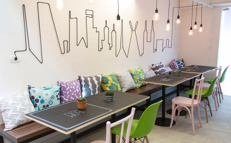 """""""Refeitório da discórdia"""": a inspiração cosmopolita pode servir também a cafés e área do café da manhã de um hostel."""