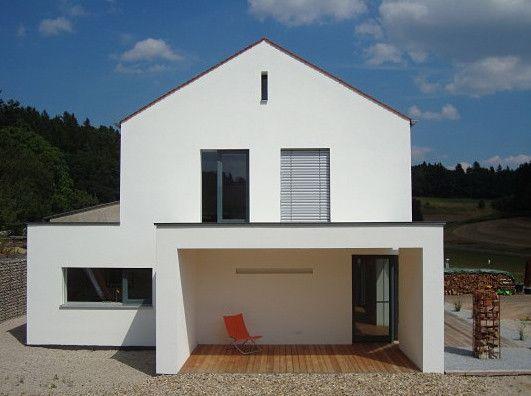 Einfamilienhaus mit einschaliger Fassade aus Porenbeton und Putz (Architekten: Berschneider + Berschneider, Pilsach)