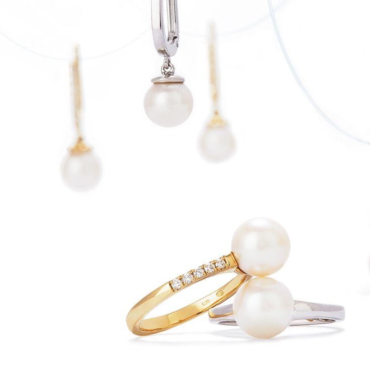 Darujte netradiční prsten s brilianty a úchvatnou perlou, která je odvěkým symbolem krásy a luxusu. Tento třpytivý šperk, vyzařující jemnost a eleganci, si oblíbí každá žena.