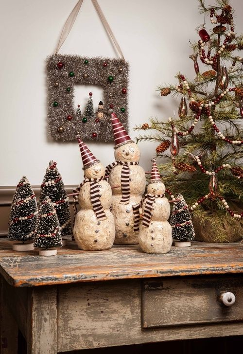tabletop christmas tree decoration idea with red and white bead garland and wooden snowmen - Pinterest Primitive Christmas Decorating Ideas