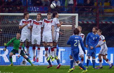 Allemagne Coupe du monde 2014>>Vente maillots de foot Allemagne Coupe du monde 2014 sont très populaires dans le design fantastique et une grande,regard nouveau et frais. Top qualité et prix raisonnable sont promis lorsque vous achetez maillot Allemagne Coupe du monde 2014 pour Football Coupe du Monde 2014. - http://www.21cgw.com/coupe-du-monde-2014-allemagne-c-624_630.html