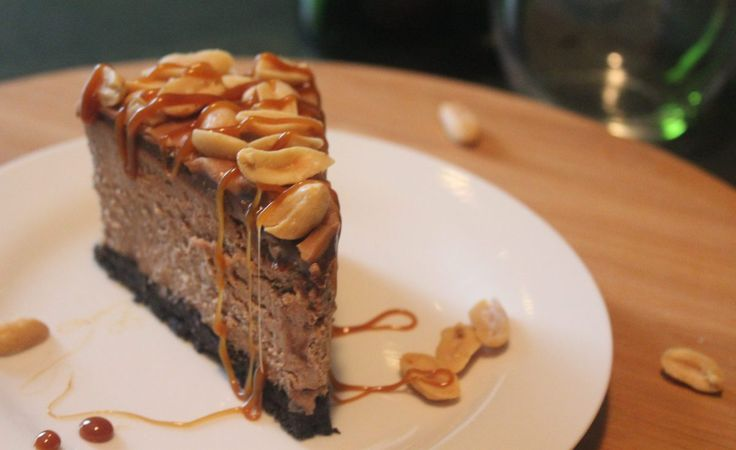 Yup, you read that right. TRIPLE CHOCOLATE CHEESECAKE with CARAMEL SAUCE and SALTED PEANUTS! Whoa whoa whoa… Too much you say? Definitely Not! Love me some chocolatey goodness. Throw in caram…