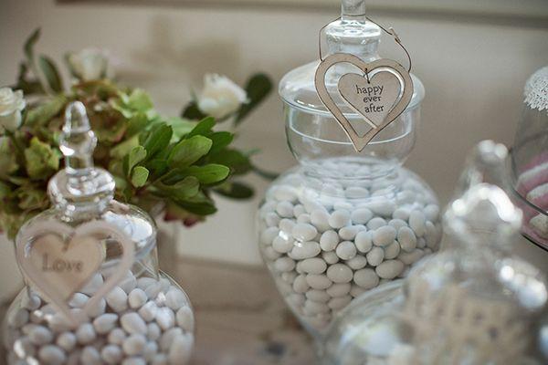 Ο γάμος στη Θεσσαλονικη πέρα από την όμορφη αισθητική και τις κομψές rustic glam πινελιές, περιγράφει μέσα από τις όμορφες εικόνες μία αληθινή ιστορία αγάπης... Μέχρι και η γνωριμία του ζευγαριού είναι τόσο ρομαντική..