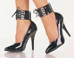 Zapatos mujer con marcas como Mustang, Xti, Mariamare, Hoyvoy, Pomares Vazquez, Pitillos, zapatos mujer elegantes, zapatos mujer cassual, zapatos mujer de tacón, bailarinas, sandalias mujer, botines mujer, botas mujer.
