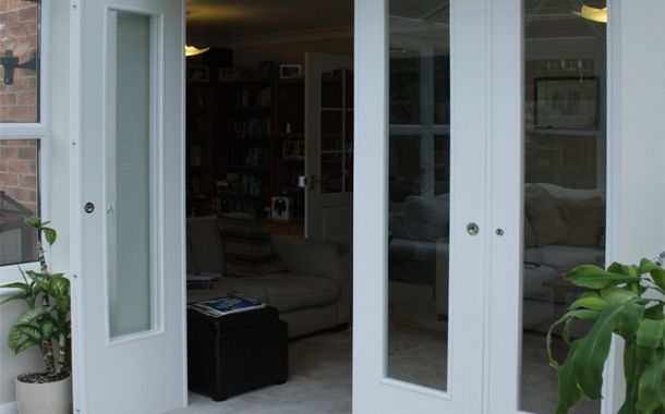 Spazio folding doors folding doors internal folding doors for Bi fold screen doors