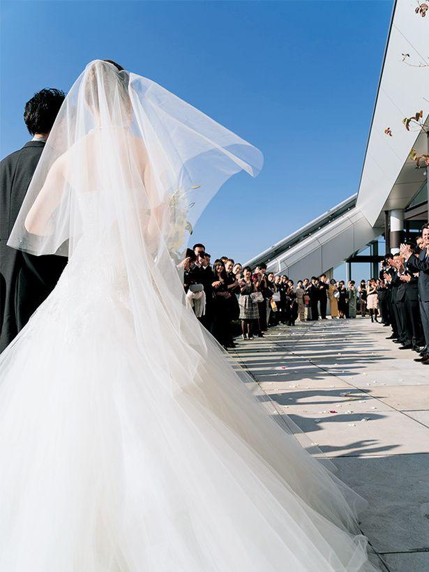ビルの上は開放感があり空が近い♪ 東京のおしゃれ結婚式のアイデア一覧。ウェディング・ブライダルの参考に。