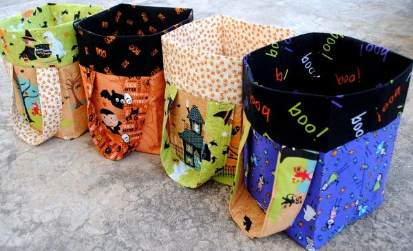 Halloween treat bags: Treat Bags, Sewing Projects, Halloween Treat Bag, Trick Or Treat, Halloween Treats, Bucket Bag