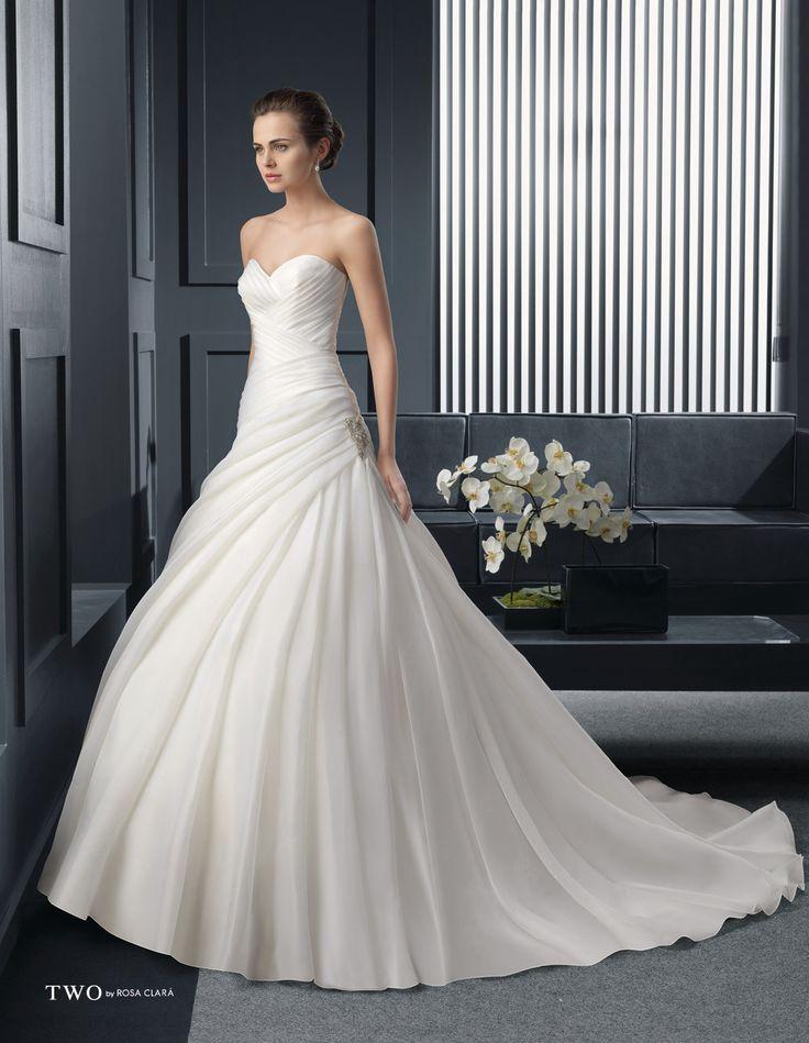 CHIC TWO-32 Lavorazioni #artigianali e #tagli perfetti su abiti ed accessori, per #matrimoni di grande classe. www.mariages.it