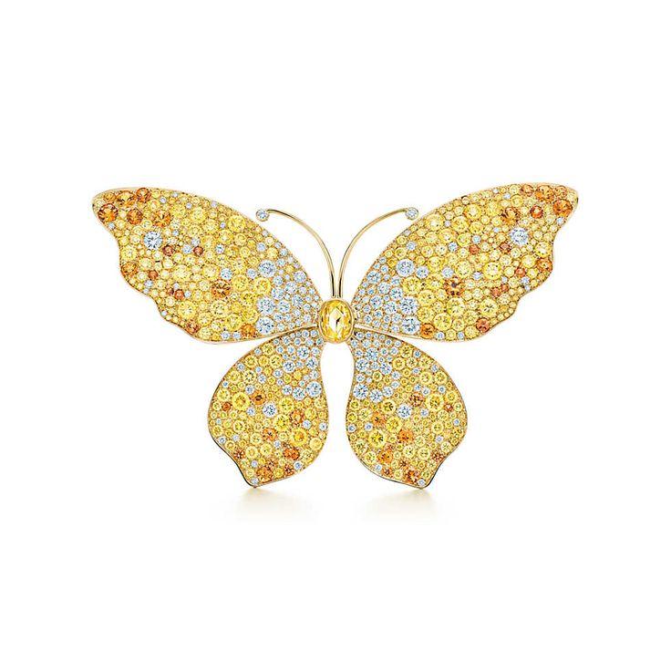 Tiffany & Co. -  Spilla Seurat Butterfly: Una spilla di diamanti gialli e bianchi e spessartiti, montati su oro 18k. Peso in carati: diamante Fancy Intense Yellow ovale taglio rosetta, 0.56. Peso complessivo in ct: diamanti tondi Fancy Yellow, 8,75; spessartiti tonde, 3.23; diamanti bianchi tondi taglio brillante, 3.15.