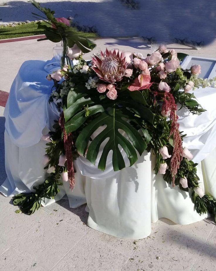 CBC427 wedding Riviera Maya sweet heart table centerpiece/ centro de mesa de novios
