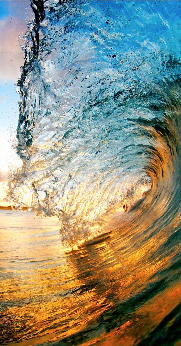 Wunderschöne Meereswellen aus unglaublichen Perspektiven
