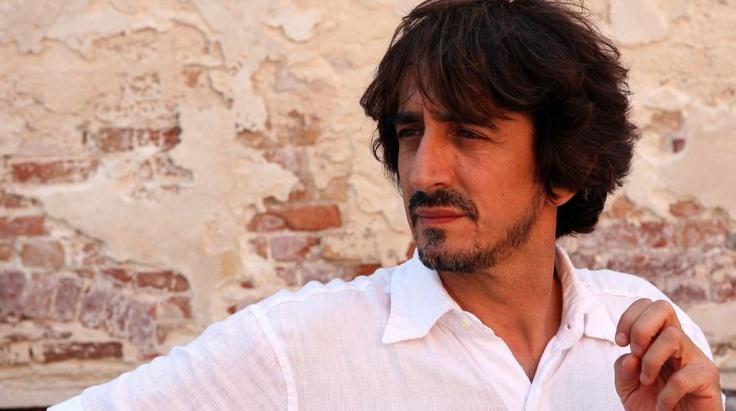 """""""Sostiene Pereira"""" letto da Sergio Rubini.  Ad un anno dalla scomparsa di Antonio Tabucchi arriva l'audiolibro."""