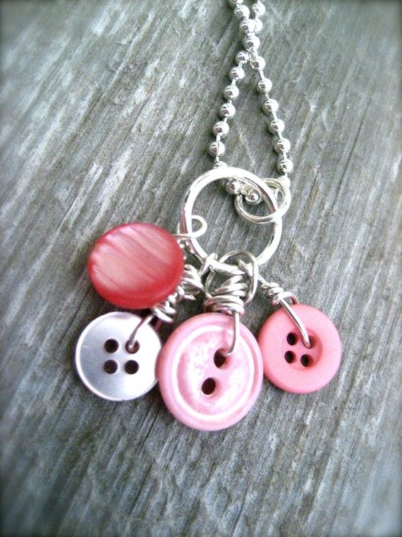 Button NecklaceValentine Pink, Holiday Buttons, Pink Buttons, Vintage Buttons, Favorite Buttons, Buttons Buttons, Cute Ideas, Buttons Necklaces, Jewelry
