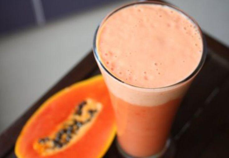 Este batido te va a ayudar a quemar las grasas que te sobran mientras duermes, ya que lo vamos a utilizar como cena. Ya sabes que debes de cenar 3 o 4 horas antes de irte a dormir para dar tiempo a que nuestro cuerpo haya hecho la digestión. Ingredientes: 1 taza de leche de almendras o leche descremada si lo prefieres. 2 cucharadas de semillas de chia Un trozo de papaya Agua al gusto Propiedades de los ingredientes: Almendras: Las almendras tienen unalto contenido en antioxidantes y…