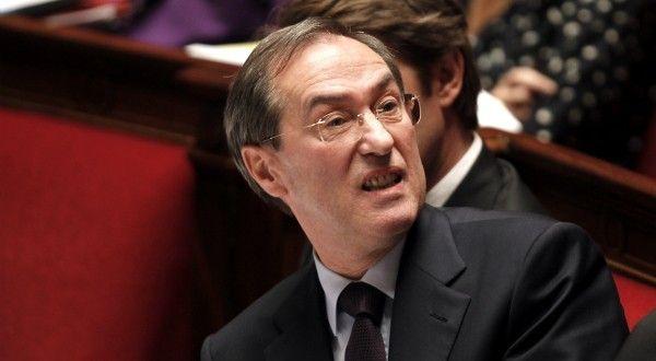 L'ex-ministre UMP Claude Guéant a été placé en garde à vue L'ex-ministre de l'Intérieur Claude Guéant était entendu vendredi sur l'origine de quelque 500'000 euros qui pourraient être liés à la campagne de Sarkozy en 2007, révèle l'hebdomadaire L'Express.
