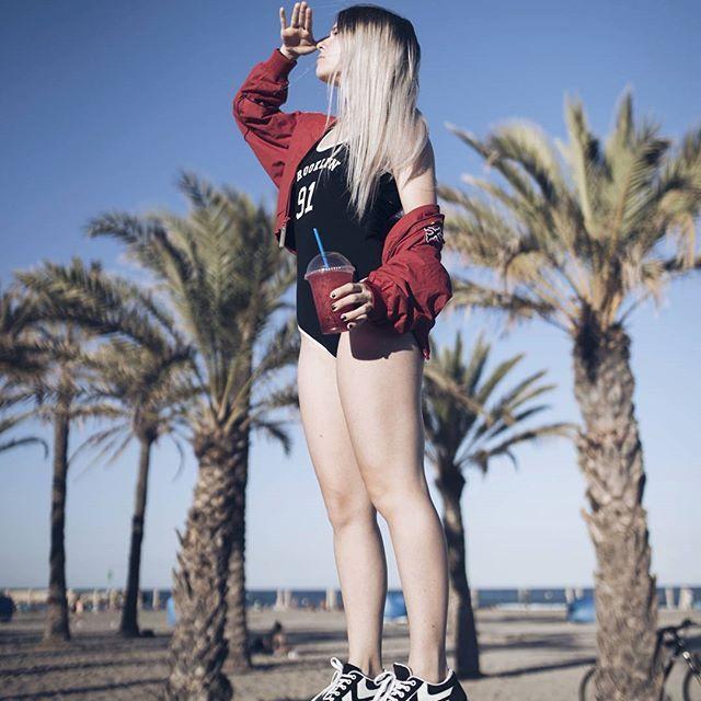 Youth - Glass Animals   Tras finalizar el BBK ya estamos en Madrid de nuevo a tope mentalizándonos para el FIB! Sabéis quién se va a desmayar con Deadmou5 no?   Mil gracias de nuevo a @redbullesp por llevarme al BBK y tratarme tan bien!!! Foto de la blue girl @gio_bravar  #paulitapideuntaxi #zetitabastadebullying #voyallorarcondeadmau5