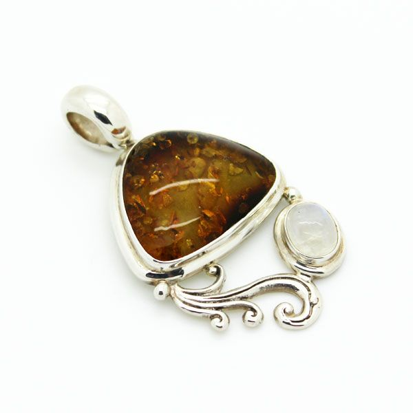 Amber and moonstone, the sun and the moon