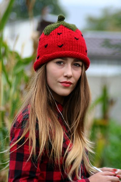 A+universal+size+cap+strawberry+de+Barabella_shop+sur+DaWanda.com