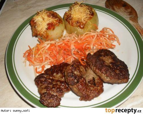Ostré kuřecí placičky se zapečenou cibulí - dělená strava (zvířátka)