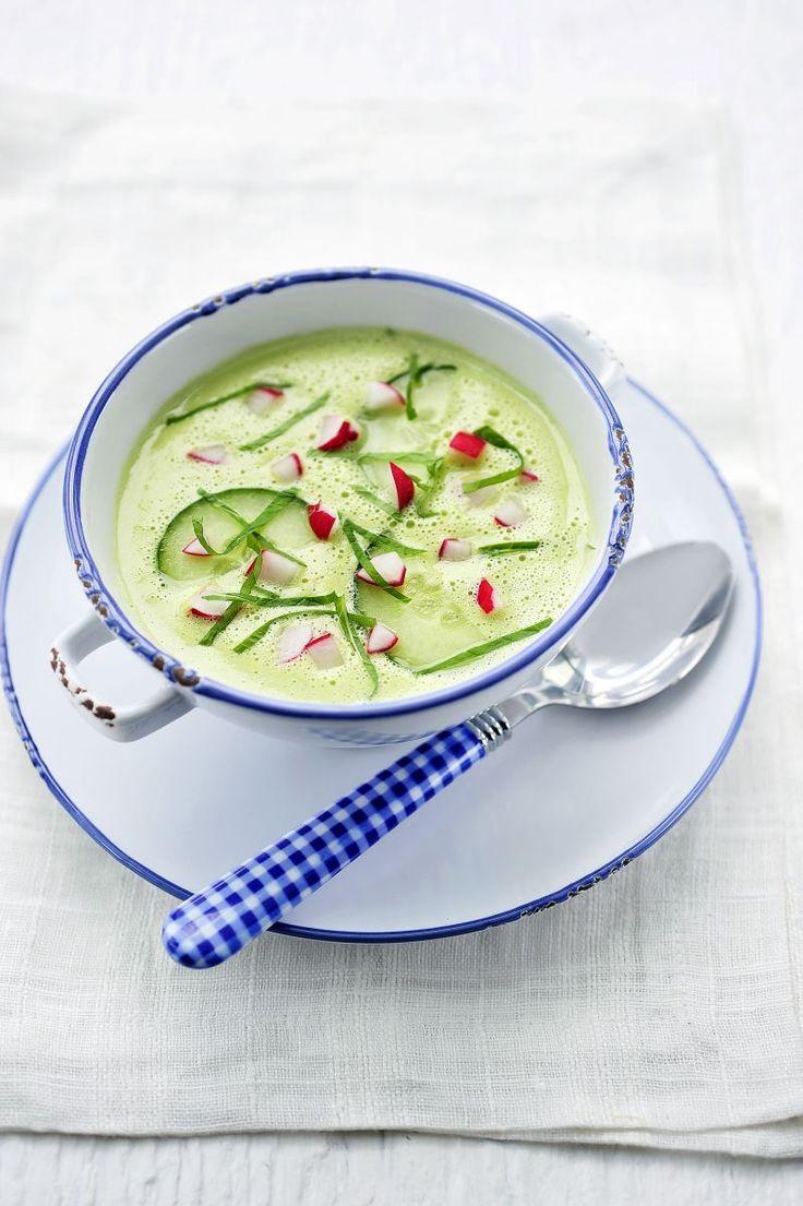 Koude komkommersoep  met radijsjes http://www.njam.tv/recepten/koude-komkommersoep-met-radijsjes