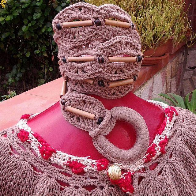 Cintura realizzata uncinetto in lana ed inserti in legno COD 621