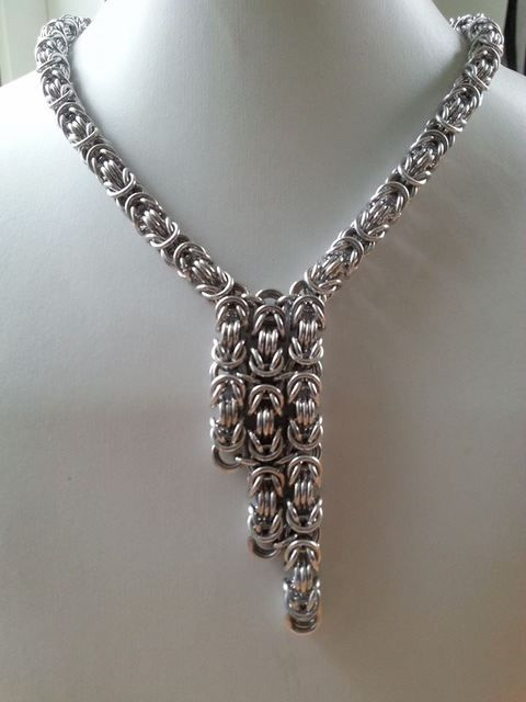 "Necklace royal link Stylish necklace made ​​of aluminum rings.  Length 40cm plus ""overhang"" which is about 7 * 2 cm.  chin lock."