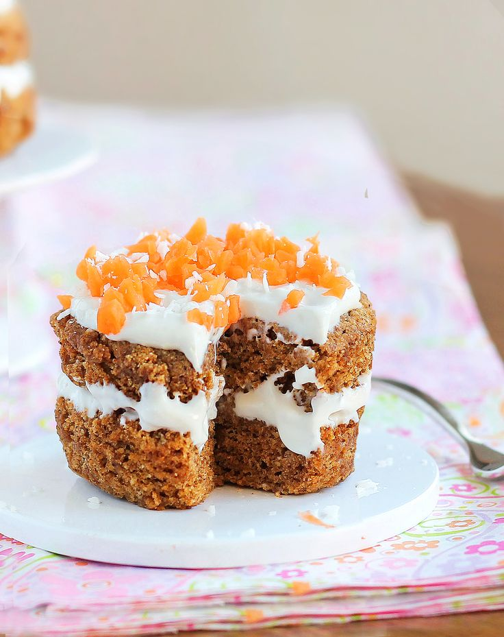 "A ""single serving"" carrot cake that can be made in your microwave and is just 140 calories for the entire recipe. It can't get much better than this!Tasty Recipe, Fiveminut Carrots, Carrot Cakes, Cake Recipe, Fun Recipe, Five Minute Carrots, Chocolates Covers, Covers Katy, Carrots Cake"