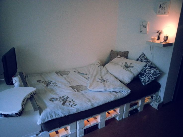 6 Palettenbett mit Lichtern
