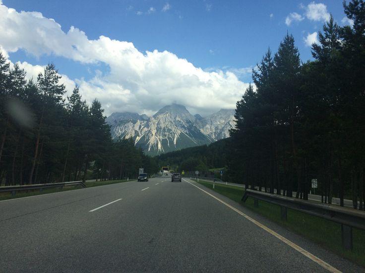 Med bil gjennom de østerrikske alper, nær Lermoos